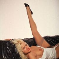Geile Sexbilder! knackiger Körper in Folie gewickelt