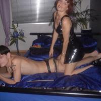 Scharfe SM-Bilder! Tanja hält sich 2 Sklaven