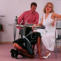 BDSM-Sexfotos! Dienstmädchen gefesselt und erniedrigt